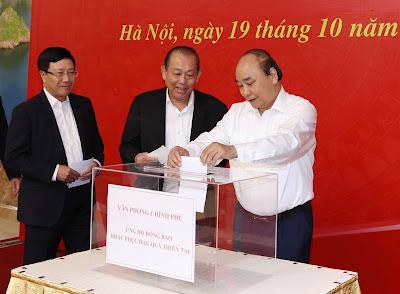 VN-Nguyen-Xuan-Phuc-hua-hao-2