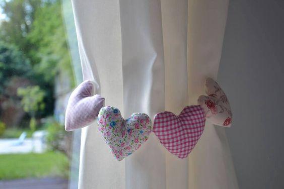 pueden poner color en la abrazadera pueden usar formas y peluches para decorar las cortinas podemos apreciarlos en las imgenes abajo