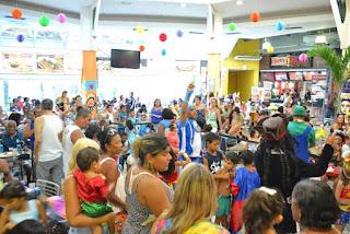 Santa Cruz Shopping realiza 'Bailinho de Carnaval'
