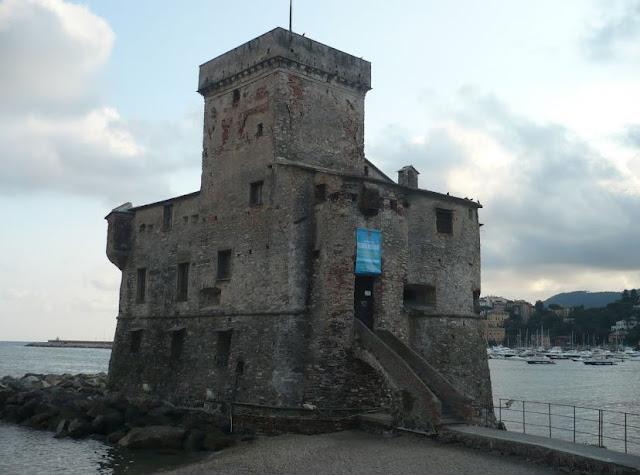 castello di rapallo sul lungomare