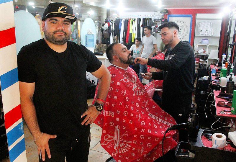 Dueños de barbería cuentan cómo partieron