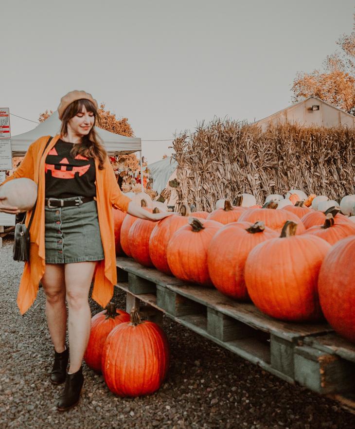 What to wear pumpkin picking —Halloween shirt — Yellow cardigan — Pumpkin picking outfit Ideas — Cute pumpkin picking outfits