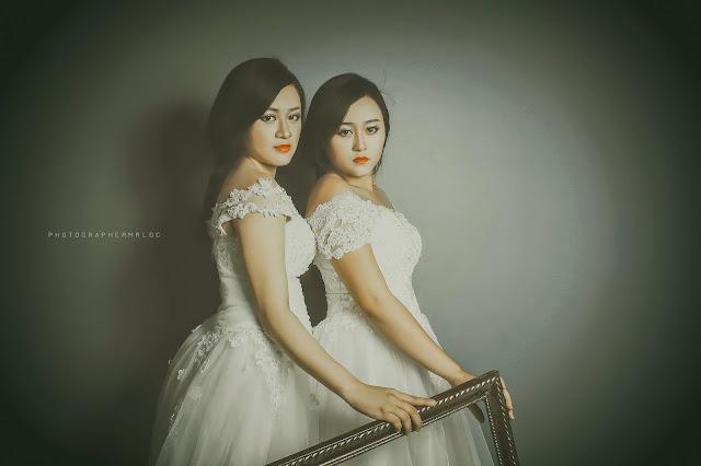 Hai chị em trông giống như một khung nghệ thuật