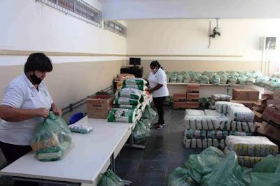 Começou  a entrega de kit alimentação escolar para os três mil estudantes da Ilha Comprida