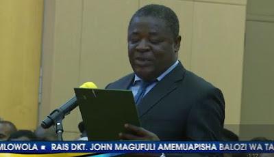 LIVE: Rais Magufuli akimuapisha Balozi mteule wa Tanzania nchini Cuba, Valentino Mlowola