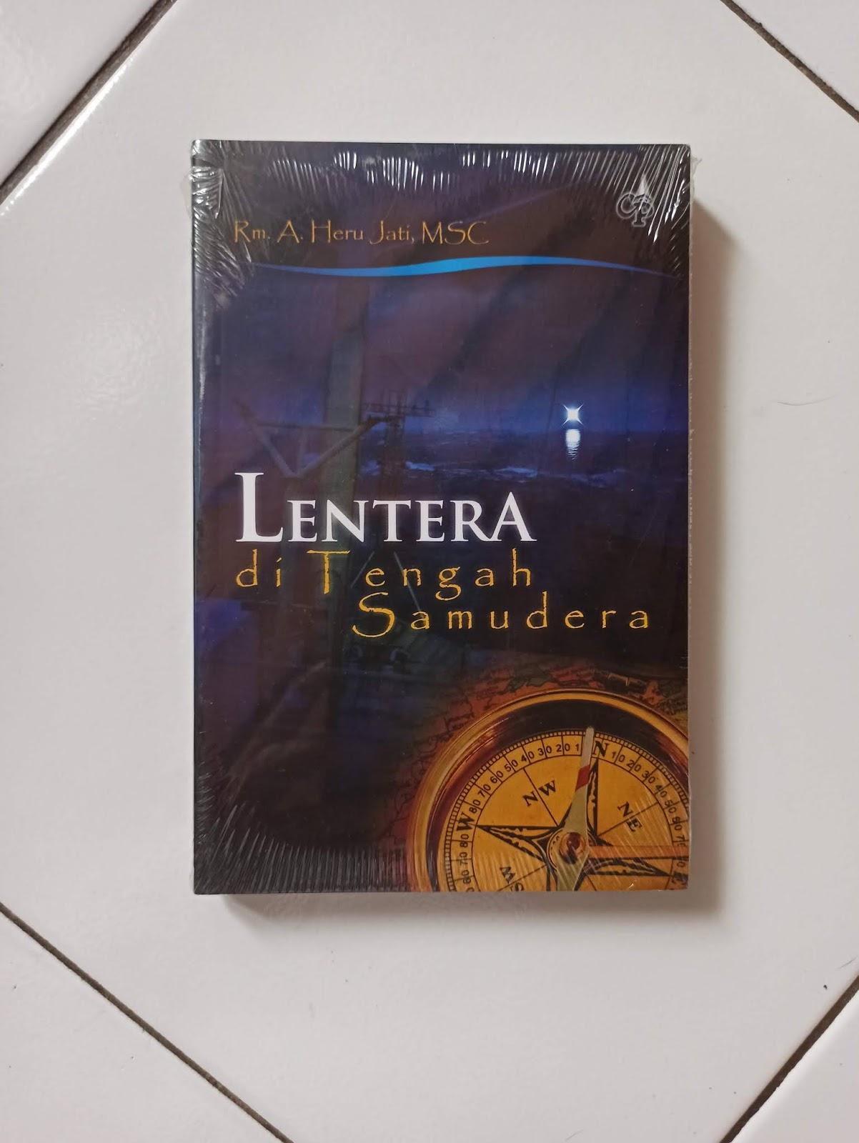 Buku Lentera di Tengah Samudera Penulis A. Heru Jati