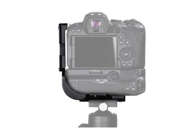 Sunwayfoto PCL-R5G on EOS R5 w/ BG-R10 rear view