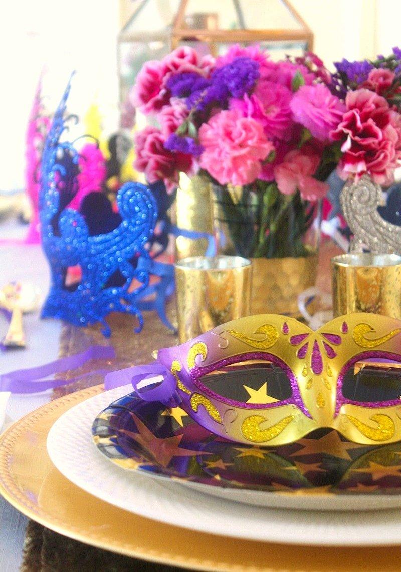 Une Soirée Bal Masqué Vénitien - fête mystérieuse au thème glamour pour célébrer un anniversaire adulte, Halloween ou le carnaval! via BirdsParty;com @birdsparty #balmasque #halloween #feteannoversaireadulte #feteadulte #anniversaireadulte #carnaval #soireebalmasque