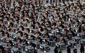 Flash mob dei lavoratori dello spettacolo, 1000 bauli in piazza a Roma