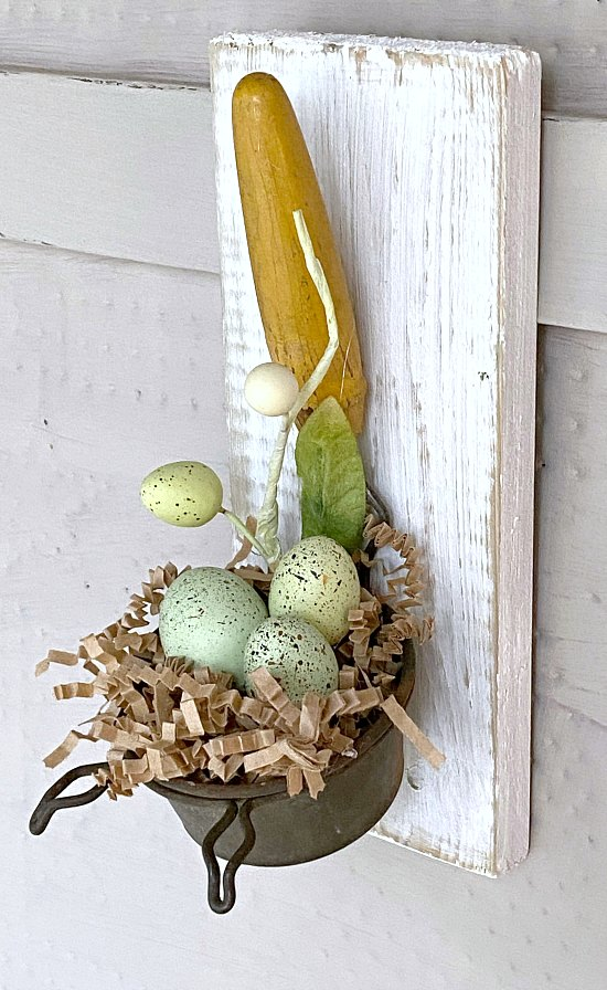 Repurposed Speckled egg spring decor using an old strainer