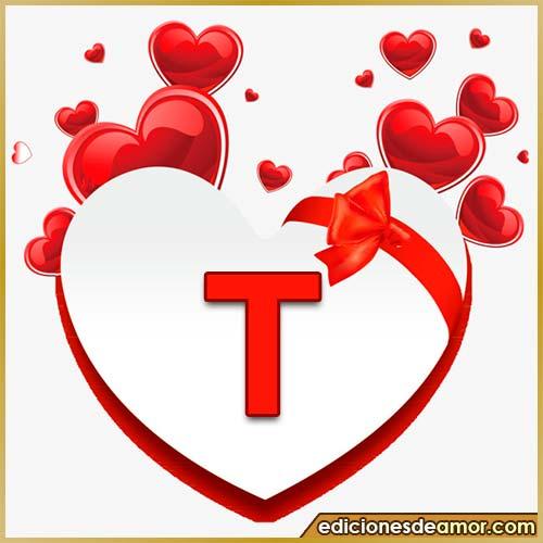 corazones volando con letra T
