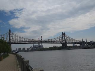 אחד מהגשרים על נהר איסט