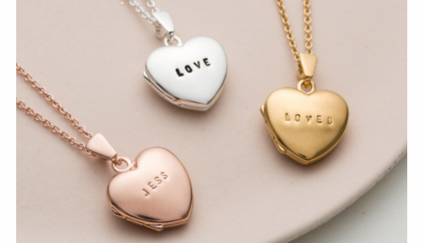 personalized mommy jewelry - Mother's Day gift suggestions - heart lockets