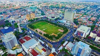 Berwisata Lokal Menikmati Simpang Lima Semarang