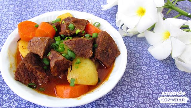 carne com legumes na panela de pressão