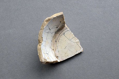 Cracked White Ceramic © Graeme Walker / Pebble Museum 2019