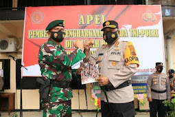 Gustav Urbinas Beri Penghargaan ke 36 Personil TNI-Polri