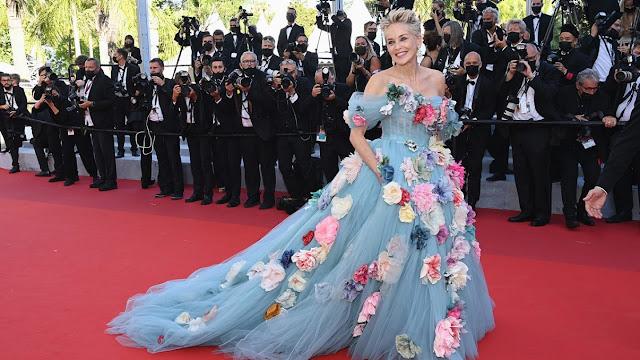 Sharon Stone. Κλέβει τις εντυπώσεις στο Φεστιβάλ Καννών 2021