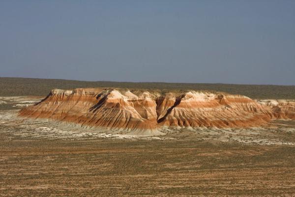 центр  паломников у погребения святого Гозли-Ата  рядом с захоронениями датируемых с IX-X вв.  Центр также находится в одном из каньонов и также окружен «огненными» горами и обрывами