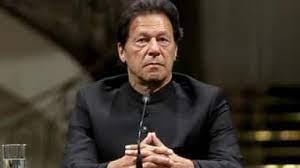 विपक्षी नेताओं को चोर बताते हुए इमरान खान ने कहा कि उन्हें ब्लैकमेल करने की कोशिश