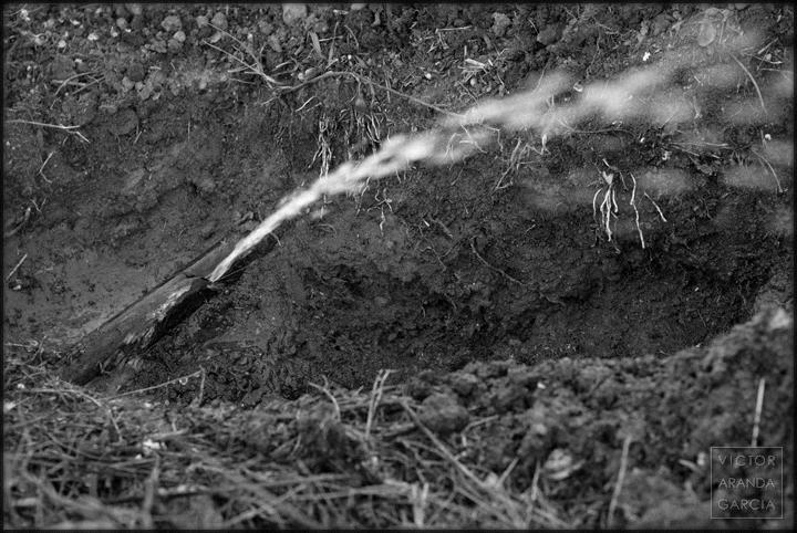 fuga,agua,tuberia,chorro,campo,fuente-alamo,murcia,fotografia