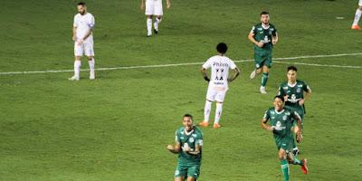 Em jogo emocionante, Goiás vira para cima do Santos em plena Vila Belmiro