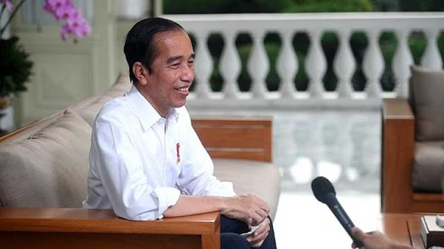 Jokowi: Vaksin AstraZeneca akan Digunakan di Pesantren Jawa Timur