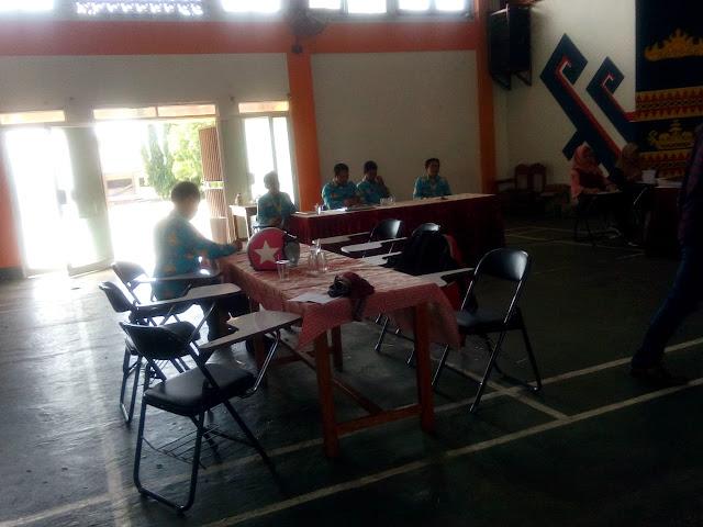 Viral Petang (19/03/2020) Bandar Lampung --- Hari terakhir Ujian Nasional Berbasis Komputer (UNBK) yang digelar di sejumlah sekolah di Bandarlampung, kamis (19/3). Seperti di Sekolah Menengah Kejuruan (SMK) Negeri 2 Bandarlampung di Jl.Prof. Dr. Ir. Sumantribrojonegoro no.1, Gedongmeneng, Kecamatan Rajabasa, Bandarlampung.