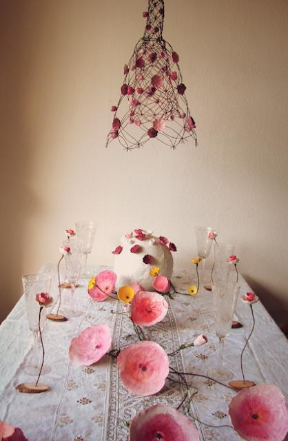 Allestimento tavolo matrimonio Green , con fiori di carta giganti