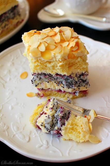 Cudowne Ciasto Makowo-Kokosowe z Kremem Ajerkoniakowym - Przepis - Słodka Strona