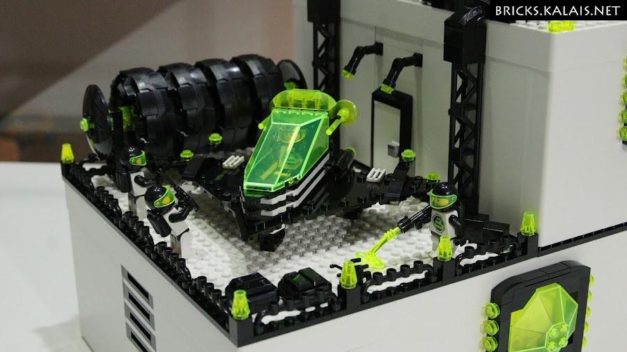 6. Landing platform, spaceship and entry to base - Ikea BYGGLEK Blacktron base