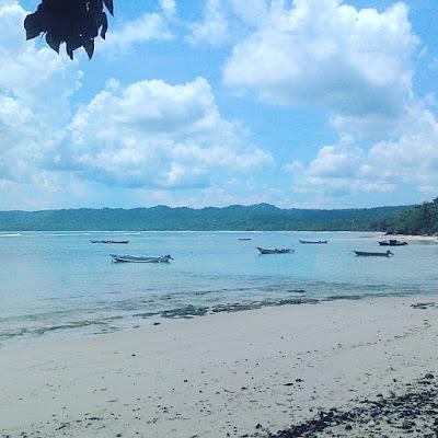 foto pantai plengkung g-land saat surut