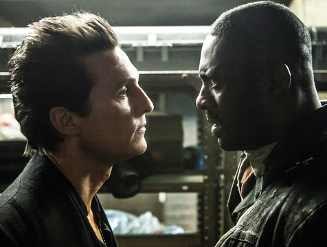 El hombre de negro (Matthew McConaughey) y Roland Deschain (Idris Elba) en La Torre Oscura - Cine de Escritor