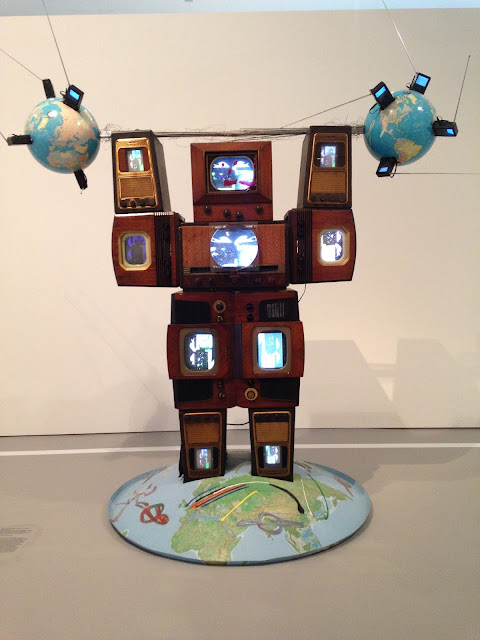 Wrap Around the World Man de Nam June Paik
