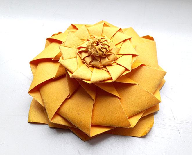 My favorite origamis la flower tower de chris palmer cela donne une flower tower de 10 cm mightylinksfo