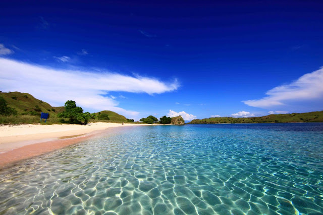 Pantai Pulau Komodi