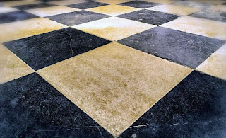 Membersihkan Lantai Keramik dari Goresan