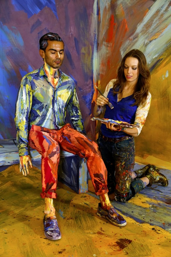 11-Suited-Alexa-Meade-Body-Paint-made-to-look-like-a-Painting-on-Canvas-www-designstack-co