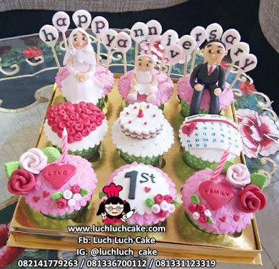Cupcake Anniversary Suami - Istri - Anak