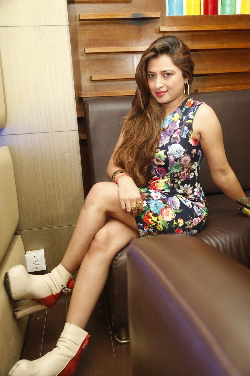 Farah Khan New Hot Legs Photos Shiner Photos
