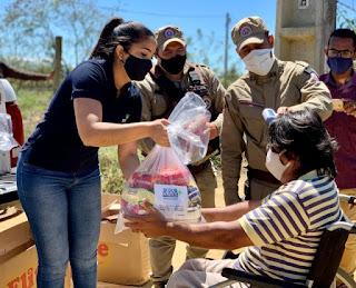 PM doa cestas básicas e agasalhos para famílias vulneráveis em Vitória da Conquista