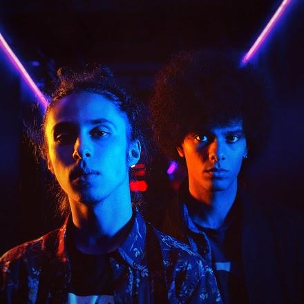 Funk und Synthie-Pop des kanadischen Duos Neon Valley sind der musikalische Webtipp | Groovy Electro-Dream-Pop