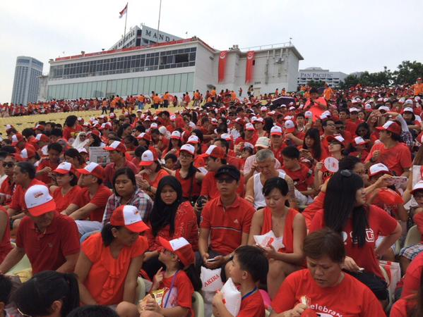 Padang and Marina Bay Floating Platform begin filling up with spectators