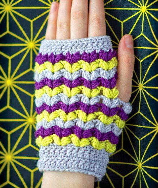 Crochet Fingerless gloves using puff stitch, one hand