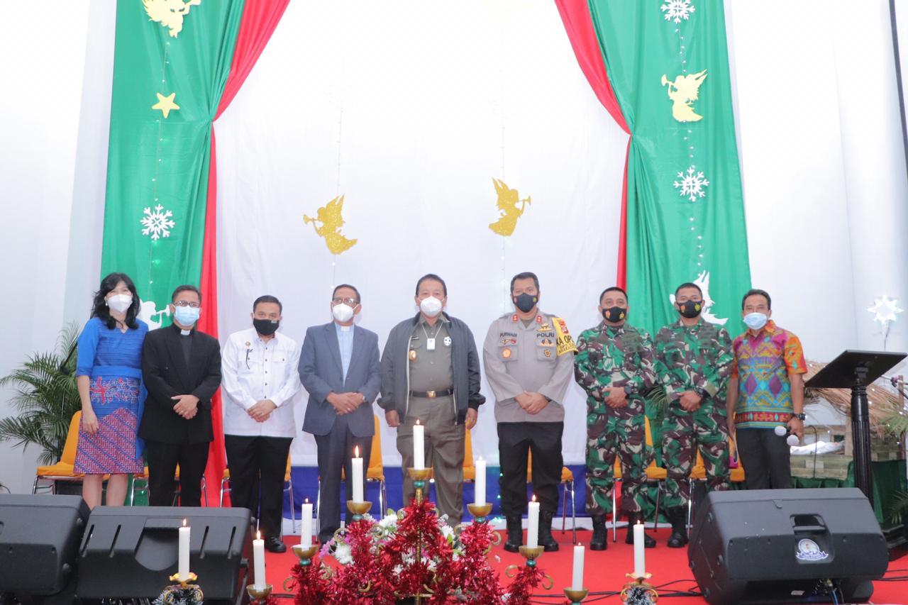 Polda Lampung bersama Pemrprov Lampung serta Jajaran forkompinda meninjau peribadatan malam natal, pada 24 desember 2020 malam
