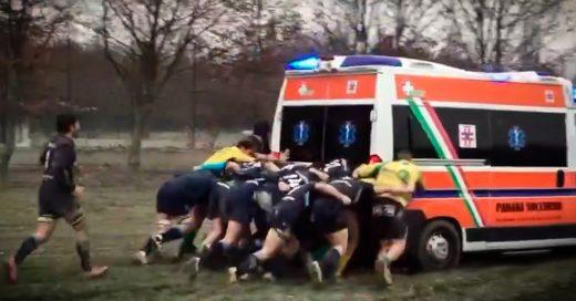 Una ambulancia se atasca y la sacaron los rugbiers