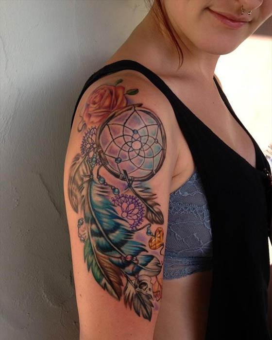 Tatuajes de atrapasueños brazo femenino