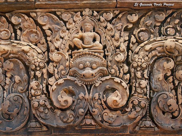 Banteay Srei, edificio largo sur, detalle - Angkor, Camboya por El Guisante Verde Project