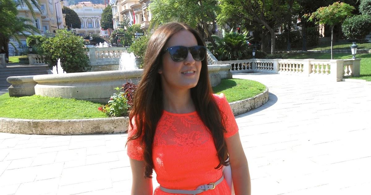 a93559b8dbb0 OUTFIT  Monte Carlo Casino Square