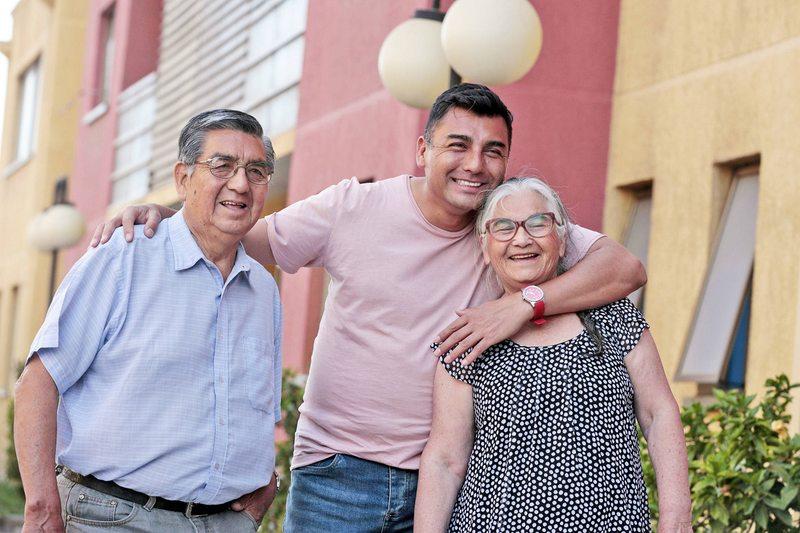 Papás de Andrés Caniulef detallan su rutina viviendo con él